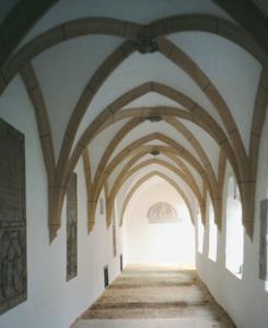 Der ursprünglich romanische, später gotisch überwölbte Kreuzgang von St. Zeno© J. Lang