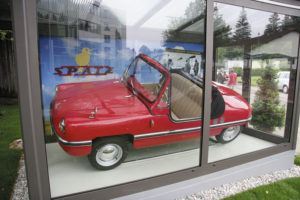 """Geschichtsweg mit Automobil """"Spatz"""" aus Traunreut © Stadt Traunreut"""