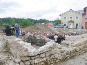 Archäologische Grabungen am südöstlichen Rand des Stadtberges förderten 2006 Reste der mittelalterlichen Traunsteiner Veste zu Tage. © Stadtarchiv Traunstein
