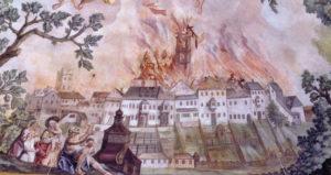 Der Brand von 1704 nach einer Darstellung des Trostberger Malers Franz Joseph Soll (Deckenfresko der Pfarrkirche Siegsdorf, 1781). © Stadtarchiv Traunstein