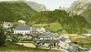 Werfen um 1900, im Hintergrund die Burg Hohenwerfen. Photochromiekarte von Purger u. Co, München; SLA, Fotosammlung A 4671; Reproduktion SLA)