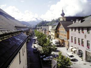 """Der historische Ortskern von Werfen, ganz rechts der """"Brennhof"""", im dem sich heute das Gemeindeamt befindet. © Marktgemeinde Werfen"""
