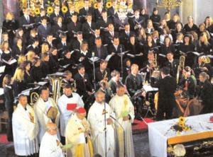 Festmesse in St. Rupert am 25. Oktober 2003 mit Erzbischof Alois Kothgasser, dem Chor Vox Cantabilis und dem Oberstufenchor St. Rupert © K. Birnbacher