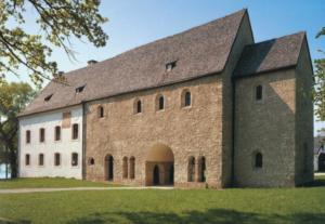 Die Torhalle aus der Gründungszeit des Klosters © C. Soika