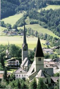 Die drei Kirchen von Bischofshofen: Pfarrkirche mit dem Kastenturm (rechts), Frauenkirche, Georgskirche © Fritz Hörmann