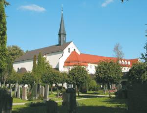 """Klosterkirche """"St. Peter"""" zum ehem. Kapuzinerkloster in Laufen © H. Roth"""