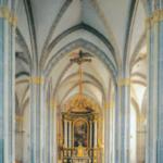 Inneres der dreischiffigen Hallenkirche in Laufen an der Salzach © H. Roth