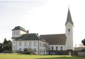 Der alte Pfarrhof und die Marienkirche in Salzburghofen © S. Schwedler