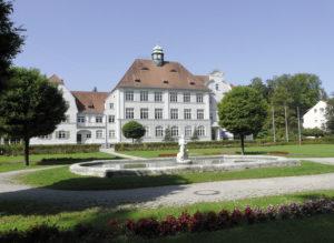 """Das 1908/09 erbaute """"Zentralschulgebäude"""" von Architekt Johann Schott © S.Schwedler"""