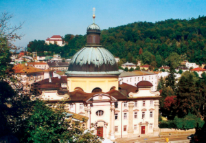 Die Kajetanerkirche von Giovanni Gaspare Zucalli, ein Beispiel italienischen Barocks in Salzburg, Zentralraum mit ovaler Tambourkuppel © C. Schneeweiss