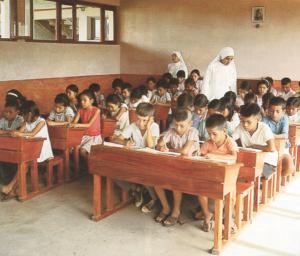 Halleiner Schulschwestern bei der Missionsarbeit in Bolivien - Klassenzimmer in el Chochis © K. Birnbacher