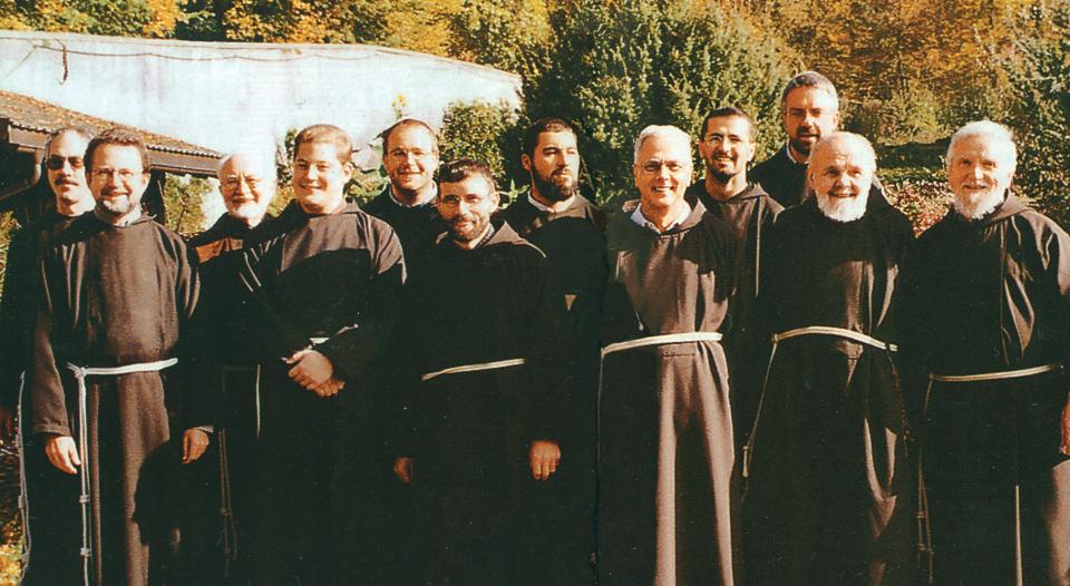 Die Brudergemeinschaft des Kapuzinerklosters 2002 © C. Schneeweiss