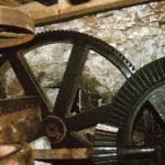 Innenleben der Röhrmoosmühle, in welcher die Biobauerngenossenschaft Biogetreide mahlen lässt. © Gemeinde Seeham