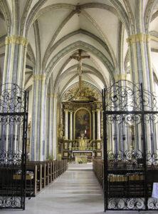 Inneres der 1330 bis 1338 erbauten Pfarrkirche Mariä Himmelfahrt. © S. Schwedler