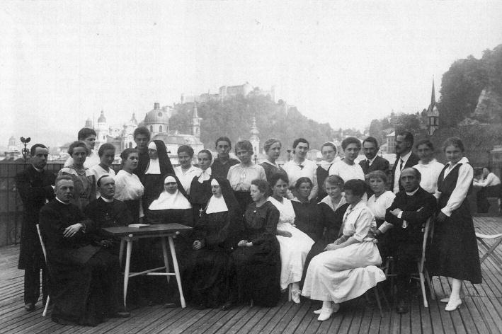 Der 1. Maturajahrgang 1918 am Realgymnasium der Ursulinen © C. Schneeweiss