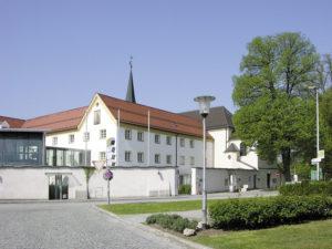 Das ehemalige Kapuzinerkloster, heute Bayerische Akademie für Naturschutz und Landschaftspflege. © H. Roth