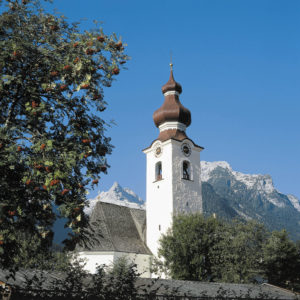 Die Pfarrkirche Hll. Maria und Leonhard in Lofer. © Marktgemeinde Lofer