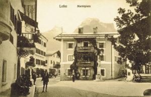 Marktplatz von Lofer mit Marienbrunnen um 1905. (Ansichtskarte, Verlag Josef Schmidt, Lofer; SLA, Fotosammlung A 20172; Reproduktion SLA)