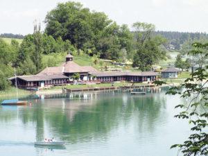 Das 1928 errichtete Strandbad von Mattsee im Sommer 2008. © Marktgemeinde Mattsee
