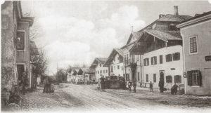 Oberer Markt mit Marktbrunnen um die Jahrhundertwende. © H. Deinhammer; Repro Neumarkter Druckerei