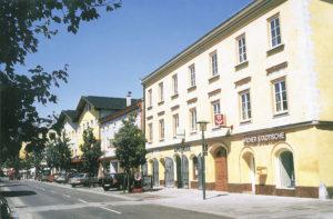 """Das sogenannte """"Poschingerhaus"""" gehörte über Jahrhunderte der angesehenen Handelsfamilie Poschinger. © J. Schwaighofer; Repro Neumarkter Druckerei"""