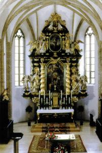 Der Hochaltar der Strasswalchener Pfarrkirche gilt als ein Frühwerk des großen Barockbildhauers Meinrad Guggenbichler (1649-1723). © H. Schopf