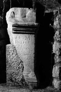 Altar für Jupiter und für alle Gottheiten © O. Harl 2004