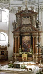 Der Altarraum im Salzburger Dom © J. Neuhardt