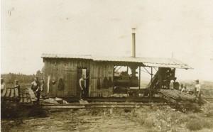 Torfpresse im Ainringer Moos um 1925 © Bayerisches Moor- und Torfmuseum/ Rottau