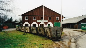 Einer der letzten Torfzüge in Bürmoos im November 2000. Von den Gleisen und Gebäuden ist heute nichts mehr vorhanden. © C.-D. Hotz