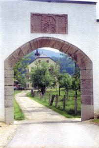 Einfahrt zum Strasshof © Land Salzburg Bildungsmedien
