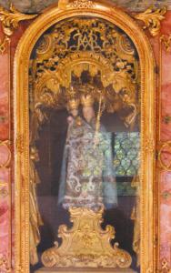 Das Gnadenbild im barocken Prunkgewand © H. Roth