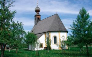 Kirche in Almau, östlich von Übersee © C. Soika