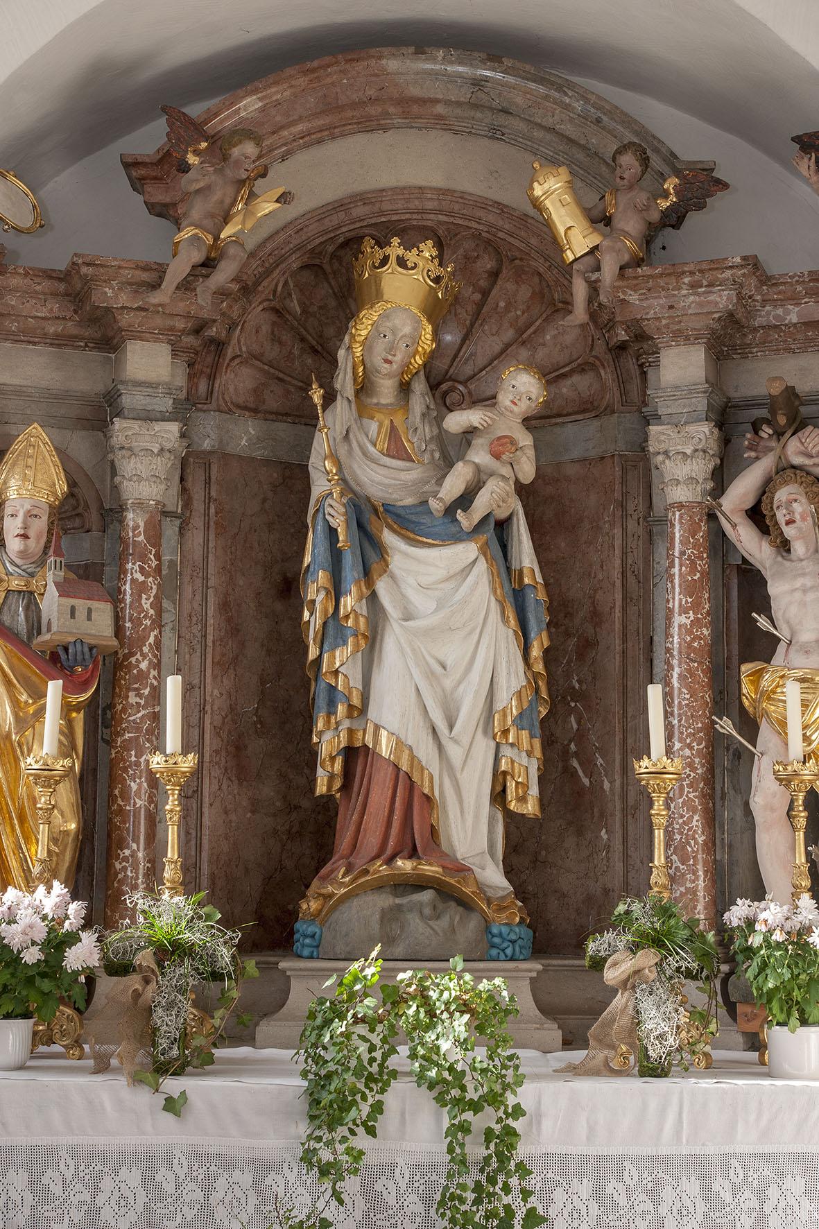 """Die Wallfahrtsmadonna (""""schöne Madonna"""" genannt, von 1430) in der Wallfahrtskirche Weildorf; Weildorf war eine große Wallfahrt und lebt derzeit wieder als Wallfahrtsort auf © ROHA Fotothek Teisendorf"""