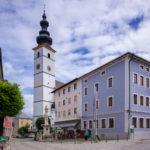 Der jetzt durchgehend gepflasterte Marktplatz © Tourist-Info Waginger See / Richard Scheuerecker